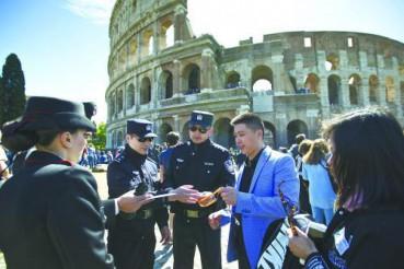 中国警察意大利景区巡逻 首赴欧洲执勤