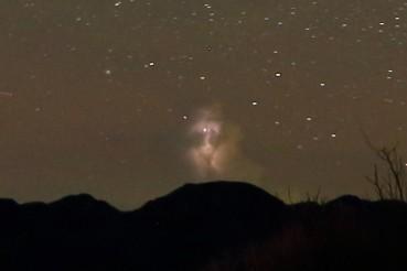 台湾网友凌晨拍银河 意外拍到半空诡异人脸