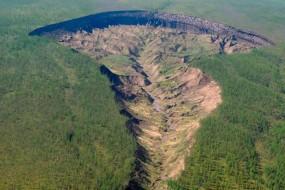 """全球变暖导致俄罗斯""""冥界之门""""深坑变大"""