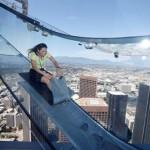 305米高空透明玻璃滑梯 恐高者看看就好