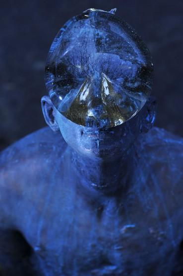 乌克兰艺术家创作雨滴雕像  诠释人与自身关系