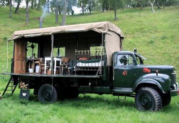 男子买老式消防车改造成家庭旅馆