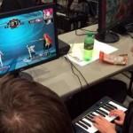 玩家用钢琴打游戏在大赛中获胜