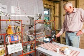 英国老人发明全自动早餐神器 功能逆天了