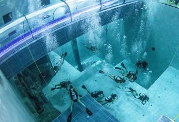 世界最深泳池奇观 深度相当于14层楼