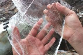 湖北采出巨型石膏似透明玻璃 世界罕见