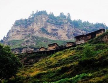 山西悬空村建在悬崖绝壁 传说世代为皇家守护宝藏