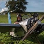 锁匠自制木头飞机每天架飞机上下班 成本仅3万