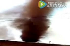 广东惊现红色龙卷风 持续10分钟场面惊悚