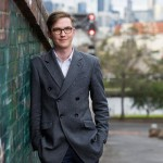 小伙用手机帮人发照片年赚300万澳元
