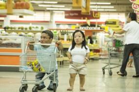 来自小人国 世界最矮情侣身高不足0.9米