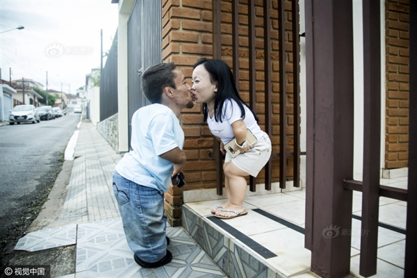 身高不足0.9米:世界最矮情侣引网友围观-趣闻巴士