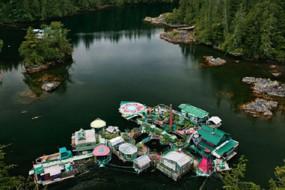 艺术家用25年纯手工打造生态浮岛