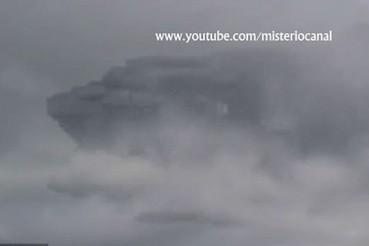 秘鲁天空拍到神秘暗色物体酷似太空船