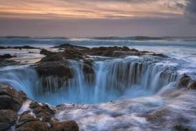 神秘海洋巨洞:太平洋中的地狱之门