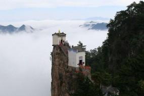 绝壁上的道观 如此险峻恐怕只有神仙能住