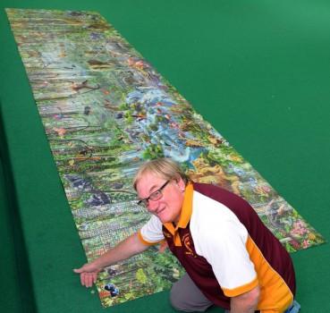 他一年时间拼出世界最大拼图 结果发现4块