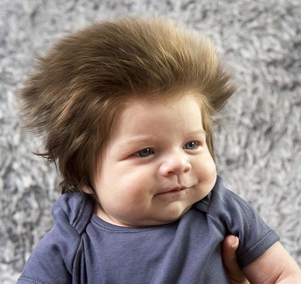 画风清奇!2月大宝宝拥有全世界最蓬松头发-趣闻巴士