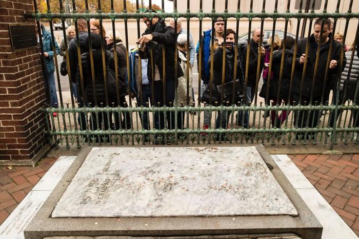 富兰克林墓碑为费城旅游景点。