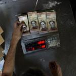 委内瑞拉通胀严重 付款钱都用秤称