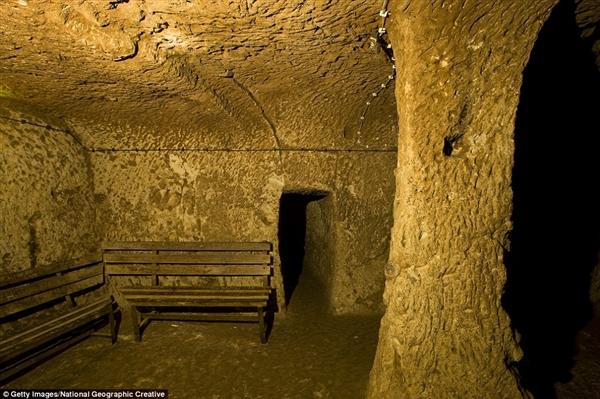 男子家中挖出千年地下城市:深入地表18层!-趣闻巴士