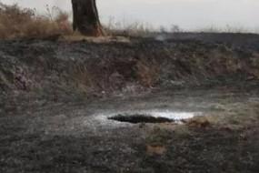 陕西天降不明物体 伴随巨响地面砸出大坑