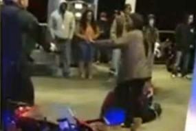 男子请警察合演求婚大戏 女友吓哭了