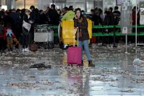 清洁工罢工 让这个机场象拍灾难大片