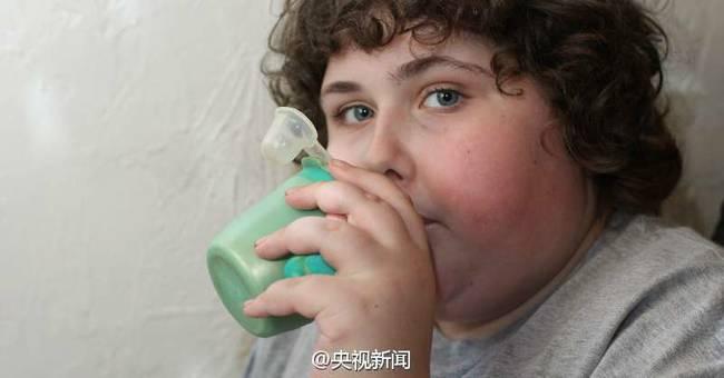 英自闭男孩水杯丢失 中国厂家为其重启13年前生产线-趣闻巴士
