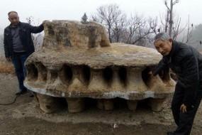 村民挖出巨大奇石 形似外星飞碟