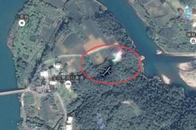 谷歌地球拍到幽灵飞机 前方五彩光闪耀