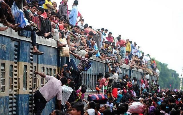 比什么都别跟印度比春运,印度春运比中国厉害多了-趣闻巴士