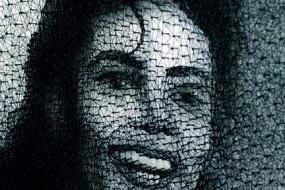 另类艺术:用钉子和细线做的杰克逊像