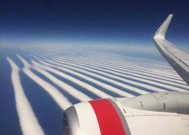 用尺子比着划的?天空竟有这么整齐的云
