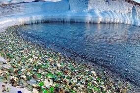 大自然神力:俄海滩布满碎玻璃多年后竟成奇景