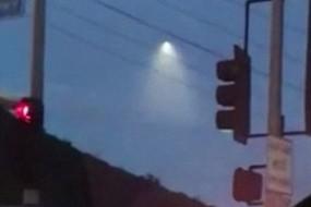 美国上空惊人一幕 似UFO降落