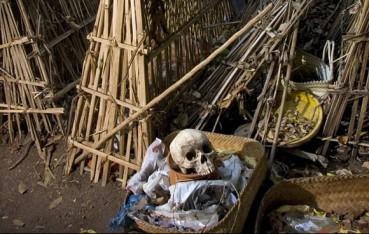 巴厘岛土著恐怖习俗 逝者遗体就地摆放