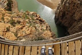 世界上最险栈道 高悬绝壁最窄不足半米