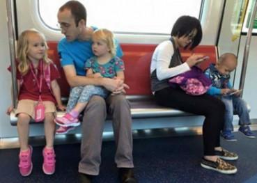一图揭示中外父母与孩子关系