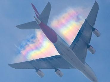 男子拍到飞机彩虹罕见图片