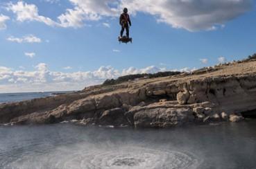 空中滑板能在高空滑行 时速达150公里