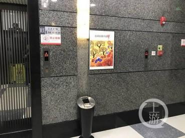 写字楼现奇葩电梯 只见按钮不见门