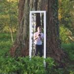 摄影师巧用视错觉穿越镜中门