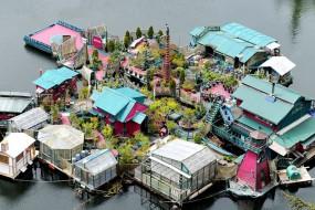艺术家打造水上庭院 已经住了25年