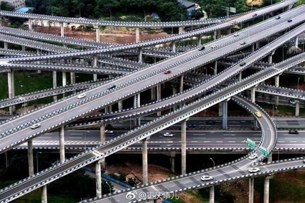 重庆5层15匝道8方向立交桥完工 网友:连导航也懵圈了-趣闻巴士