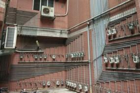 外墙煤气管线整齐如电路板 网友都惊了