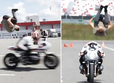 跑酷玩家从疾驰摩托车上方跃过