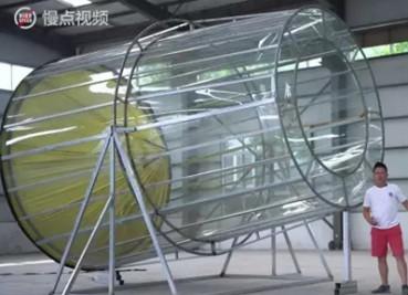 巨型空气炮35米外轻松打倒纸箱墙