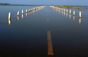 汛期来临 鄱阳湖水上公路奇观再现