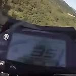 摩托车飞出悬崖 摄像头全程记录过程吓人
